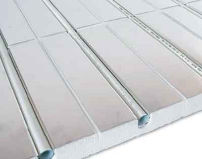 Sistem sa metalnim toplovodnim pločama